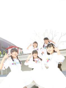 メジャーデビュー曲「ワールドピース」を披露したロッカジャポニカ。(撮影:笹森健一)