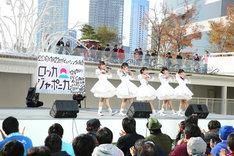 メジャーデビュー曲「ワールドピース」を歌うロッカジャポニカ。(撮影:笹森健一)