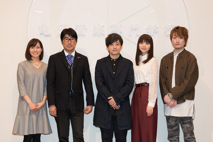 左からNHK中村慶子アナウンサー、亀田誠治、水野良樹、吉岡聖恵、山下穂尊。 (写真提供:NHK)