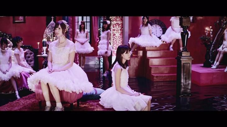 乃木坂46「悲しみの忘れ方」M」ミュージックビデオのワンシーン。