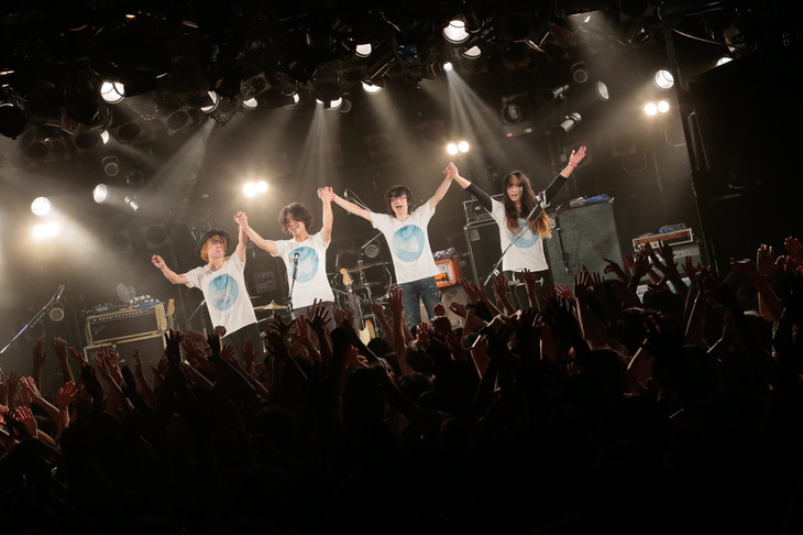 "WHITE ASH「Charity LIVE ""Cycle""」東京・渋谷CLUB QUATTROの様子。(撮影:柴田恵理)"