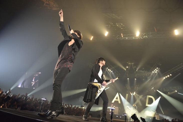 "「[Alexandros] TOUR 2015""ご馳走にありつかせて頂きます""」幕張メッセ国際展示場公演の様子。(Photo by Yuki Kawamoto)"