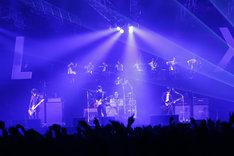 "「[Alexandros] TOUR 2015""ご馳走にありつかせて頂きます""」幕張メッセ国際展示場公演の様子。(Photo by Tetsuya Yamakawa)"