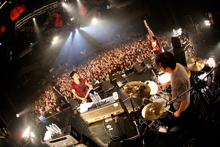 「MONOEYES Cold Reaction Tour 2015」新木場STUDIO COAST公演の様子。(Photo by Viola Kam [V'z Twinkle])