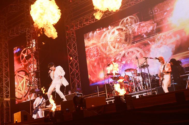 「SPYAIR ARENA TOUR 2015『DYNAMITE ~シングル全部ヤリマス~』」さいたま公演の様子。(撮影:田中聖太郎)