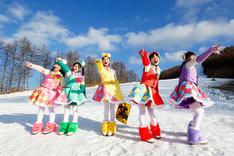 「ももいろクリスマス2015 ~Beautiful Survivors~」12月25日公演でのももいろクローバーZ。(Photo by HAJIME KAMIIISAKA+Z)