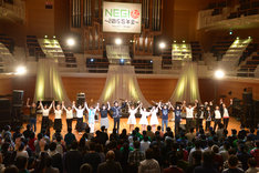 """「Negicco Second Tour """"The Music Band of Negicco"""" supported byサトウ食品」エンディングの様子。"""