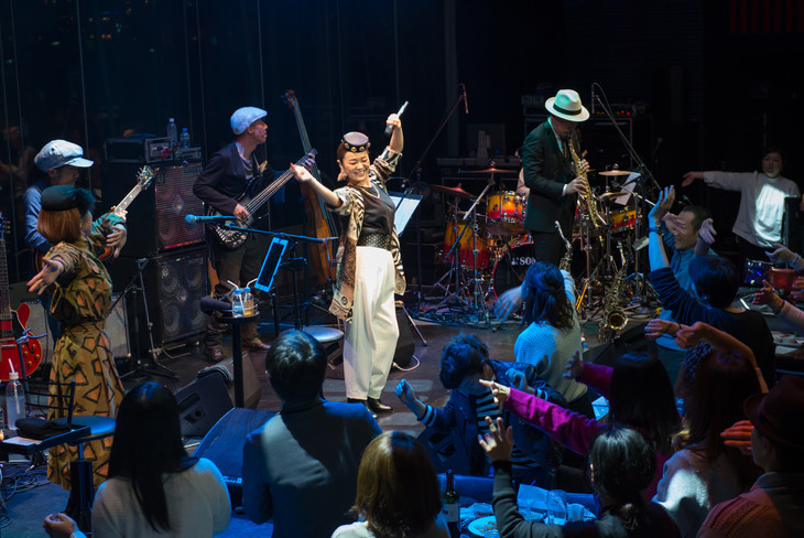 PUSHIM「YEAR END PREMIUM LIVE 2015」の様子。(Photo by cherry chill will)