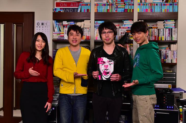 左から黒川芽以、ムロツヨシ、高橋優、山崎育三郎。(c)TBS