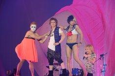 「MOSHI MOSHI NIPPON FESTIVAL 2015 in TOKYO」に出演したゴールデンボンバー。 (写真提供:もしもしにっぽんプロジェクト)