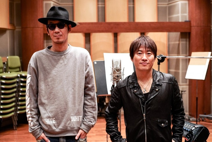 レコーディングスタジオでのコブクロ。