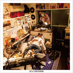 d-iZe「IN A BEDROOM」ジャケット
