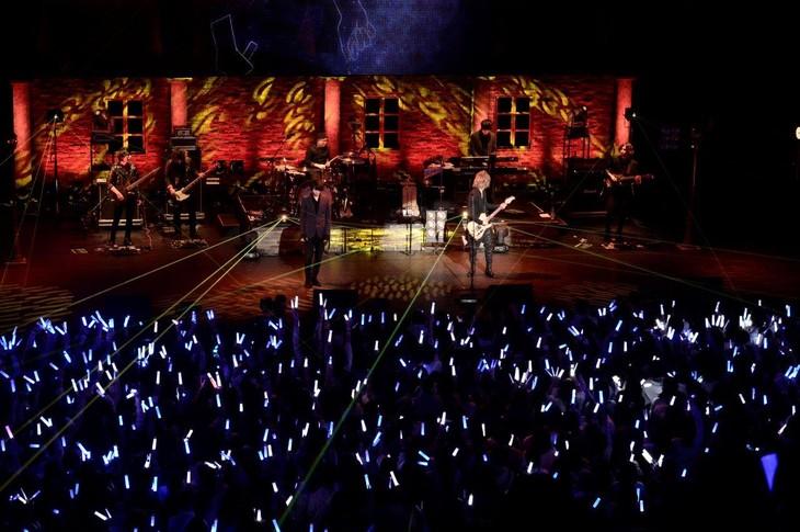 そらる×まふまふ「After the Rain - WINTER TOUR 2015 -」東京・TOKYO DOME CITY HALL公演の様子。(撮影:小松陽祐[ODD JOB])