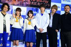 左から祁答院慎、前田希美、生駒里奈、池岡亮介、JUN(BEE SHUFFLE)、山田雅史監督。