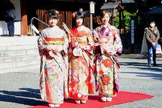 左から伊藤万理華、生駒里奈、川村真洋。