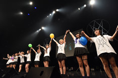"""「HIROSHIMA MAPLE★S 2nd LIVE TOUR 2015-2016""""P(L/R)AYERS""""」ファイナル公演の様子。"""