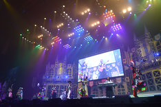 Le Lien、ももいろクローバーZ、miyake(mihimaru GT)の共演シーン。