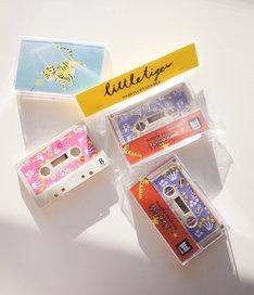 永原真夏の新曲「リトルタイガー」を収めたカセットテープ。