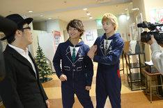 左から鈴木拓、To-i、RYUJI。