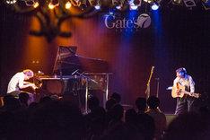 """「植田真梨恵Live of Lazward Piano """"Old-fashioned.""""」福岡公演の様子。(撮影:竹谷さくら)"""