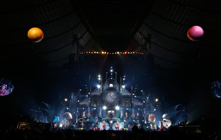 ゆず「SPECIAL LIVE LAWSON presents YUZU ARENA TOUR 2016 TOWA supported by 日本生命」最終公演の様子。(写真提供:TOY'S FACTORY)