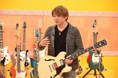 「マツコの知らない世界」収録時の野村義男。(c)TBS