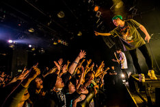 "NOISEMAKERのライブの様子。(Photo by Takashi ""TAKA"" Konuma)"