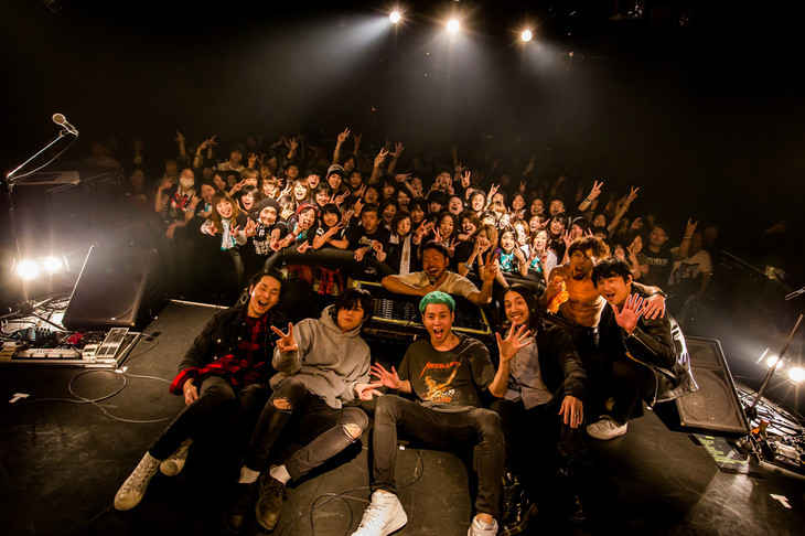 "NOISEMAKER、avengers in sci-fi、観客の集合写真。(Photo by Takashi ""TAKA"" Konuma)"