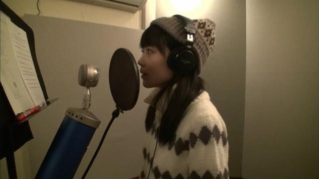 病をおしてデビューシングル「Eternal Summer」をレコーディングする丸山夏鈴。(c)日本テレビ