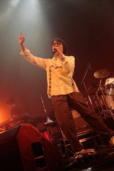 YO-KING(Vo, G)(Photo by eri shibata)