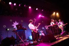 「ツアーはつらいよ ~純情篇~」LIQUIDROOM公演の様子。(撮影:中島未来)