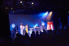 「ツアーはつらいよ ~純情篇~」LIQUIDROOM公演アンコールの様子。(撮影:中島未来)