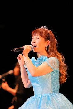 「山野さと子35周年記念リクエストコンサート」の様子。(撮影:上田健次)