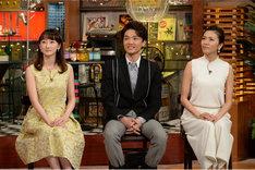 左から花總まり、井上芳雄、安蘭けい。 (c)テレビ朝日