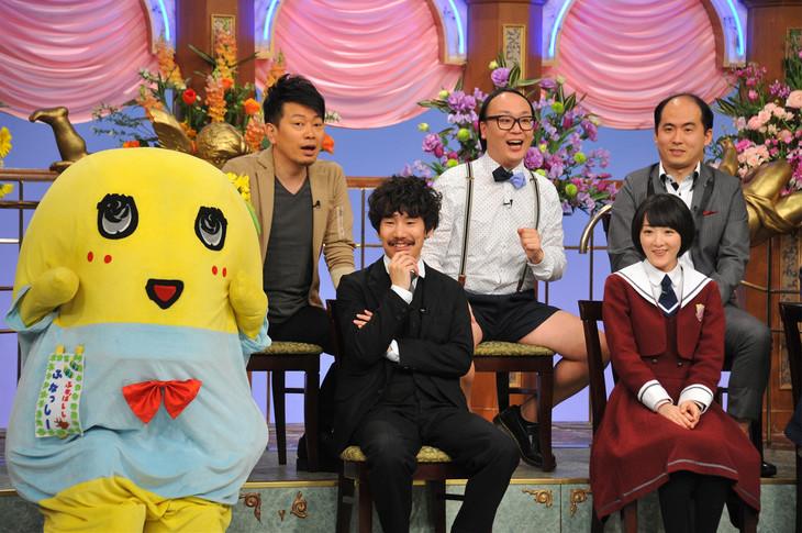 日本テレビ系「行列のできる法律相談所」収録時の様子。下段左からふなっしー、清竜人(清 竜人25)、生駒里奈(乃木坂46)。(c)日本テレビ