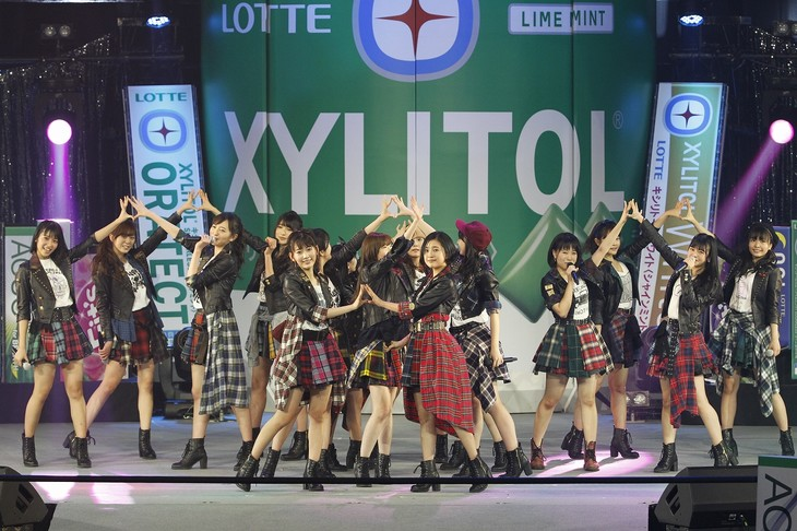 HKT48によるライブの様子。(写真提供:ロッテPR事務局)