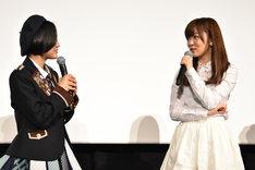 左から兒玉遥(HKT48、AKB48)、指原莉乃(HKT48)。