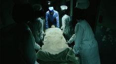 「きゃりーぱみゅぱみゅ 緊急手術!? 入院!? 搬送!?」のワンシーン。