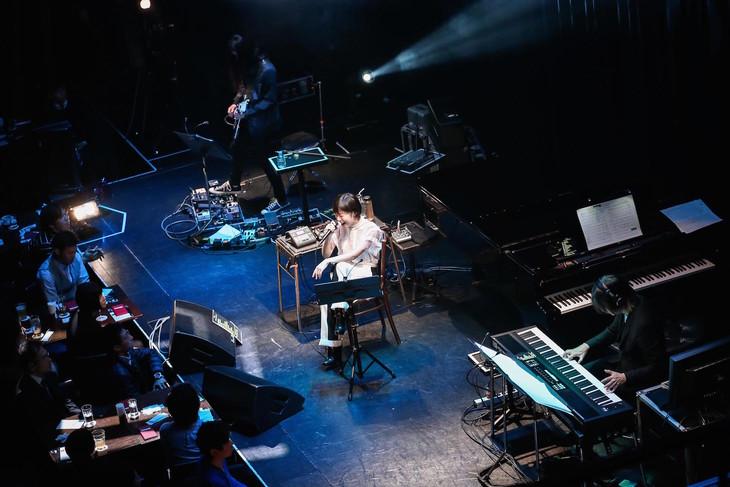 "「a brand new concert issue ""minima"" -ミニマ- Salyu×小林武史 -session 2-」東京・Billboard LIVE Tokyo公演の様子。(Photo by Taku Fujii)"