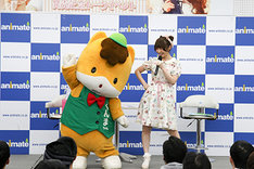 左からぐんまちゃん、内田彩。