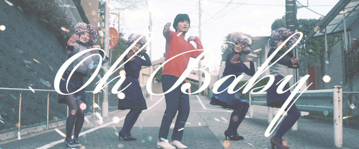 秦基博「スミレ」ミュージックビデオのワンシーン。