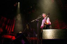 """「植田真梨恵Live of Lazward Piano """"Old-fashioned.""""」東京・東京キネマ倶楽部公演の様子。(撮影:竹谷さくら)"""