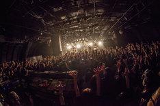 "「NUBO ""bonfire"" TOUR 2015-2016 ファイナルシリーズ」東京・渋谷CLUB QUATTRO公演の様子。(Photo by HayachiN)"