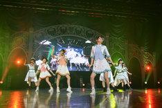 「ふわふわ時間」でコラボレーションするi☆RisとWake Up, Girls!。