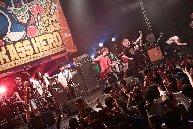 「KICK ASS HERO 2016」アンコールの様子。(Photo by watanabe  'kool' syo)