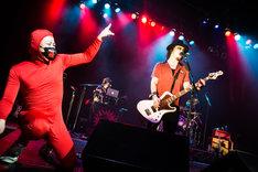 パーティーレンジャーがゲスト参加したGEEKSのライブの様子。(撮影:木場ヨシヒト)