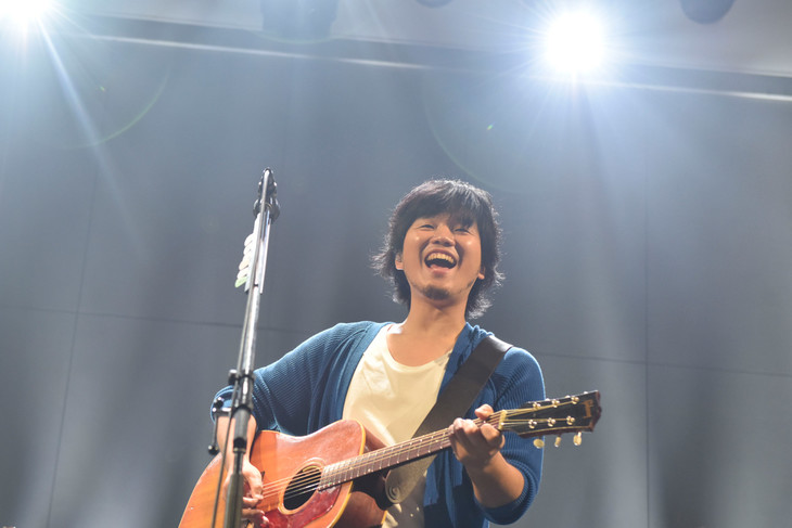 """「SPACE SHOWER TV """"LIVE with YOU"""" ~秦 基博~supported by uP!!!」の様子。(撮影:河本悠貴)"""