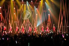 「東京パフォーマンスドール ダンスサミットネイキッドSP2016 ~R・G・B~」REDステージの様子。(写真提供:EPICレコードジャパン)