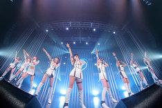 「東京パフォーマンスドール ダンスサミットネイキッドSP2016 ~R・G・B~」BLUEステージの様子。(写真提供:EPICレコードジャパン)
