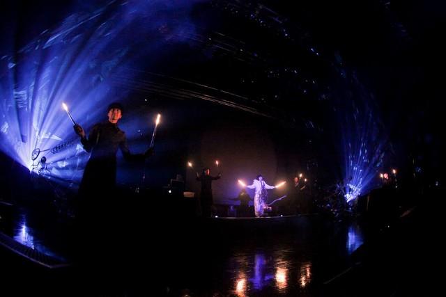2月28日に東京・Zepp DiverCity TOKYOにて行われたワンマンライブ「OEDO!」の様子。(撮影:横山マサト)